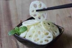 凉拌姜末藕片的做法 夏季消暑菜之凉拌姜末藕片