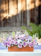 森系婚礼上的创意装饰物 质朴木盒装鲜花