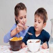 适量摄入脂肪 可防孩子发胖