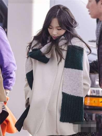 小个子女生冬天怎么穿 金泰妍示范显高气质搭配