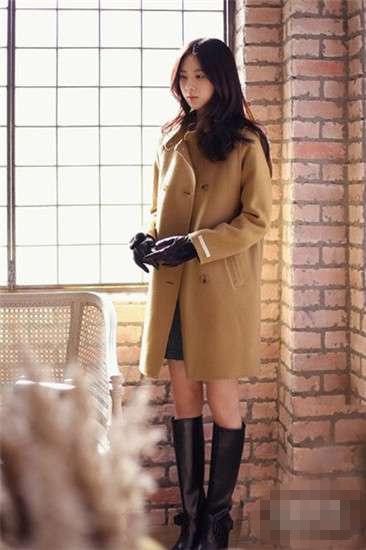 冬季驼色呢大衣搭配 韩版驼色呢大衣搭配技巧